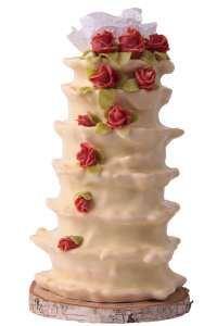 Nach dem Backen wird der Hochzeits-Baumkuchen von Hand mit Zucker glasiert und liebevoll dekoriert. Foto: djd/Salzwedeler Baumkuchenbetriebe Bosse GmbH