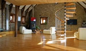 Ein schickes Wohnzimmer im Loftstil