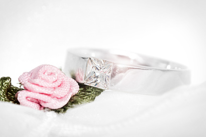 Eheringe mit Rose