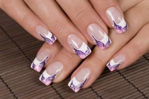 In der heutigen Zeit gibt es viele und auch gute Möglichkeiten sich Fingernägel selbst wieder schön herzurichten.